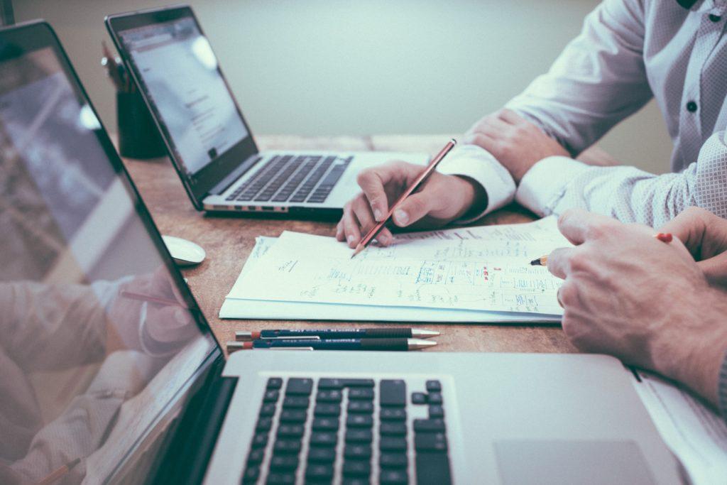 Przewodnik dla Top managera jak unikać podstawowych błędów podczas realizacji projektu, reprezentując przy tym również rolę Sponsora Zmiany.