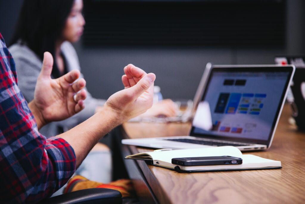 10 pytań - lista kontrolna pytań, które należy zadać podczas zarządzania zmianą. Stanowi podstawę procesów zarządzania zmianą w projektach.